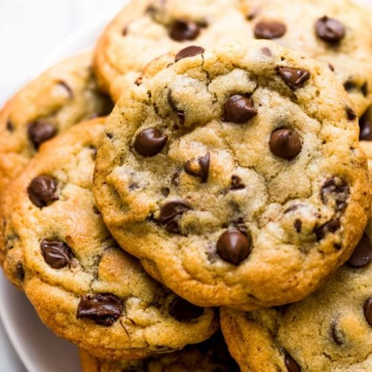 BAKERY-STYLE-CHOCOLATE-CHIP-COOKIES-9-550x550